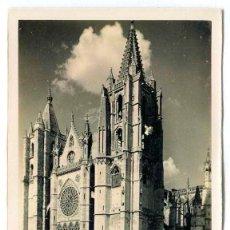 Postales: TARJETA POSTAL FOTOGRAFICA - LEON / CATEDRAL - FACHADA PRINCIPAL. Lote 143267642
