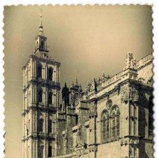 Postales: TARJETA POSTAL FOTOGRAFICA - ASTORGA / CATEDRAL - PUERTA LATERAL. Lote 143701718