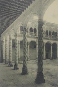 12 Valladolid. Patio de San Gregorio.