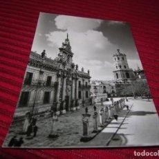 Postales: ANTIGUA POSTAL DE VALLADOLID.UNIVERSIDAD Y CATEDRAL.. Lote 151618162