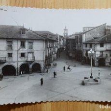 Postales: PONFERRADA PLAZA DE LA ENCINA Y CALLE DE ISIDRO RUEDA ED. ARRIBAS Nº 35. Lote 153164530