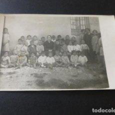 Cartoline: ZARATAN VALLADOLID AÑOS 20 POSTAL FOTOGRAFICA MAESTRA CON PARVULOS ESCUELA. Lote 153673526
