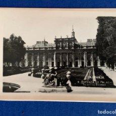 Postales: PEQUEÑA POSTAL ANTIGUA LA GRANJA - FACHADA DE PALACIO. COLECCIÓN MEDRANO Nº 2. Lote 163782090
