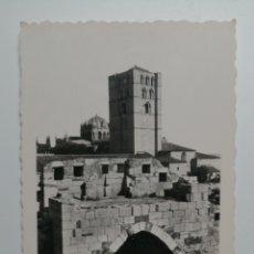 Postales: POSTAL ZAMORA LA CATEDRAL DESDE EL CASTILLO. Lote 165956166