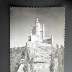 Postales: POSTAL SEGOVIA. EL ALCÁZAR. CIRCULADA. AÑO 1953. . Lote 169221780
