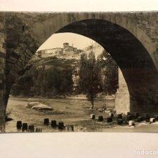 Postales: ROA DE DUERO (BURGOS) POSTAL NO.8, ARCO DEL PUENTE. AL FONDO, VISTA DE ROA. EDITA: ED.ALARDE. Lote 180106306