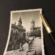 Postales: ANTIGUA POSTAL FOTOGRÁFICA DE VALLADOLID UNIVERSIDAD Y CATEDRAL AL FONDOSIN CIRCULAR MUY BUEN ESTADO. Lote 183331107