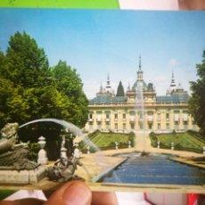 Postales: POSTAL SEGOVIA LA GRANJA DE SAN ILDEFONSO PALACIO DESDE EL TEMPLETE DE LAS TRES GRACIAS 1966 ESCRITA. Lote 183420997