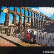 Postales: SEGOVIA ACUEDUCTO Y PAREJA TIPICA. Lote 184018993