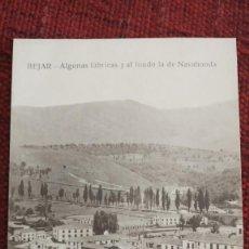 Postales: ANTIGUA POSTAL DE BEJAR - SALAMANCA FABRICAS AL FONDO NAVAHONDA - FOTO BIENVENIDO . Lote 187515096