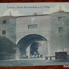 Postales: POSTAL COLOREADA DE LERMA, BURGOS, ARCO DE ENTRADA A LA VILLA, ED. F. NEBREDA. FOTO VIVAR. MUY RARA.. Lote 192856338