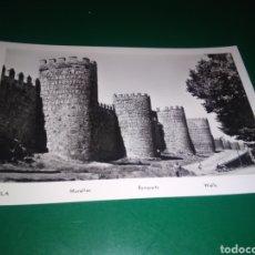 Postales: ANTIGUA POSTAL DE MURALLAS DE ÁVILA. AÑOS 50. Lote 194221356