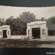 Postales: INTERESANTE POSTAL DE SORIA CAPITAL. PUERTA DE ACCESO A LA ALAMEDA DE CERVANTES. Nº 23.. Lote 194965282