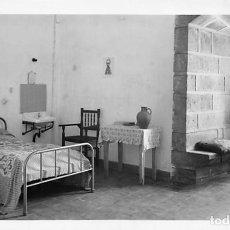 Postales: SANTUARIO DE NTRA SRA DE LA PEÑA DE FRANCIA.- HABITACIÓN DE LA HOSPEDERÍA. Lote 195261958