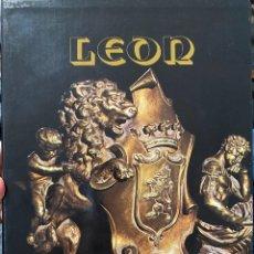 Postales: LEON - LOS MONUMENTOS CAPITALES DE LA CIUDAD DE LEON - ANTONIO VIÑAYO GONZALEZ 1980. Lote 204473332