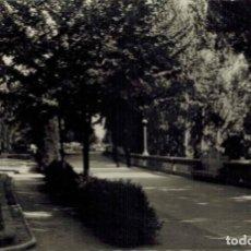 Postales: LEÓN. JARDINES DE LA CONDESA DE SAGASTA, Nº 163. FOTOGRÁFICA ED. ARRIBAS. CIRCULADA. Lote 209387127