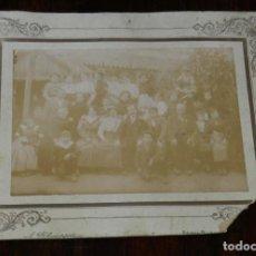 Postales: FOTOGRAFIA ALBUMINA DE LOS EMPLEADOS Y FAMILIA DEL BAR LA CORREDERA, EL ESPINAR, SEGOVIA, FOTO A. PA. Lote 210644892