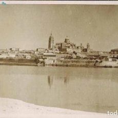 Postales: FOTO POSTAL VISTAS DE LA CATEDRAL DE SALAMANCA DESDE EL RÍO TORMES. FOTOGRÁFICA.. Lote 211947783