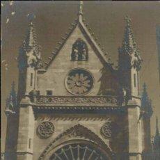 Postales: LEÓN. ROSETÓN DE LA CATEDRAL. FOTOGRÁFICA. TAMPÓN FOTOGRAFÍA FERNÁMDEZ. FECHADA AGOSTO 1956. Lote 221590188