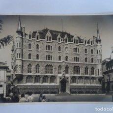 Cartes Postales: ANTIGUA POSTAL FOTOGRÁFICA, LEÓN , CASA DE LOS BOTINES ,VER FOTOS. Lote 222055178