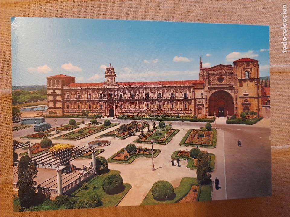 2002 LEON PLAZA DE SAN MARCOS ARRIBAS AUTOCARES ANTIGUOS (Postales - España - Castilla y León Moderna (desde 1940))