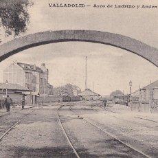 Postales: VALLADOLID, ARCO DE LADRILLO Y ANDEN DEL NORTE. ED. J.H. SIN CIRCULAR. Lote 244763645