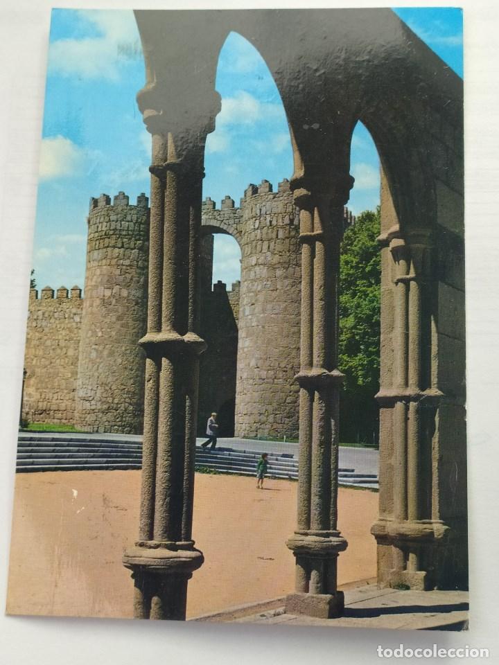 AVILA - PUERTA DE SAN VICENTE 1976. GARRABELLA Nº 17. CIRCULADA (Postales - España - Castilla y León Moderna (desde 1940))