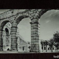 Postales: FOTO POSTAL DE SEGOVIA, EL ACUEDUCTO, ED. DOMINGUEZ, CIRCULADA.. Lote 253467895