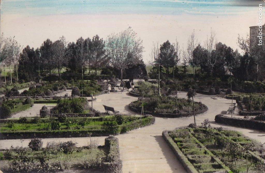 PALENCIA, BENAVENTE, JARDINES DE LA ROSALEDA. ED. GRAFICAS MAÑANES Nº 29. BYN COLOREADA. ESCRITA (Postales - España - Castilla y León Antigua (hasta 1939))