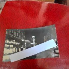 Postales: ANTIGUA POSTAL FOTOGRAFÍCA, LEÓN, AVENIDA ORTOÑO, NOCTURNA. Lote 288502258