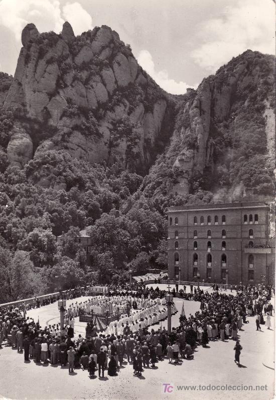 MONTSERRAT.PROCESION POR LAS PLAZAS DEL SANTUARIO. NO CIRCULADA.ARCHIVO DEL MONASTERIO. (Postales - España - Cataluña Moderna (desde 1940))