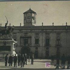 Postales: UNA POSTAL DE REUS - ( TARRAGONA PLAZA PRIM Y HOTEL LONDES FOTO POR ROISIN NO EDITADA SIN CIRCULAR . Lote 6924064