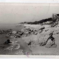 Postales: BARCELONA. CANET DE MAR. PLAYA DEL SANTO CRISTO. POSTAL FOTOGRAFICA. ESCRITA. Lote 18574543