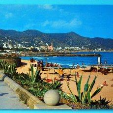 Postales: SITGES - COSTA DORADA - PLAYA Y PASEO. Lote 28124601