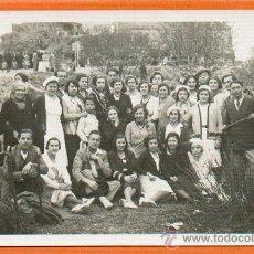 Postales: POSTAL FOTOGRAFICA ORIGINAL AÑO 1932 - HOSPITAL SANTA CREU - GRUPO DE TRABAJADORES - SIN CIRCULAR. Lote 28360120