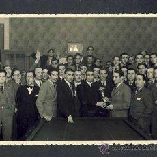 Postales: FOTO-POSTAL DE SABADELL: REPARTIMENT DE TROFEUS EN UN CONCURS-EXHIBICIÓ DE BILLAR. Lote 30775744