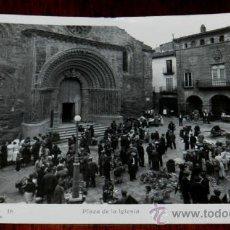 Postales: POSTAL FOTOGRAFICA DE AGRAMUNT (LLEIDA), PLAZA DE LA IGLESIA, EDIC. IMP. LIB. PERA 16, INFONAL, CIRC. Lote 34566563