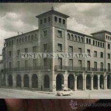 Postales: (A02301) MOLLERUSA - EDIFICIO CAJA DE PENSIONES Y CASA AYUNTAMIENTO - RAYMOND Nº1 - SEAT 600. Lote 35816936