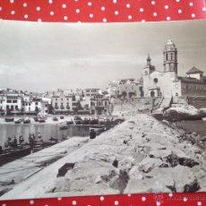 Postales: ANTIGUA POSTAL DE SITGES EMBARCADERO Y PUNTA CIRCULADA VER FOTO ES LA MISMA. Lote 42465710