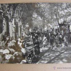 Postales: POSTAL ANTIGUA. BARCELONA. LA RAMBLA DE LAS FLORES. AÑO 1954. CON SELLO DE FRANCO. Lote 43554251