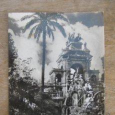 Postales: POSTAL BARCELONA FOTOGRAFICA AÑOS 50 ESCRITA PARQUE Y CASCADA. Lote 45009718