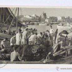 Postales: ANTIGUA POSTAL FOTOGRÁFICA ANIMADA - PUERTO DE CAMBRILS - CIRCULADA, AÑO 1953. Lote 49501615
