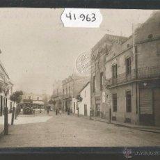 Postales: VILADECANS - PLAZA CONSTITUCIONAL - FOTOGRAFICA SELLO EN SECO ROISIN - VER REVERSO - (41963). Lote 54885410