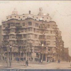 Postales: BARCELONA. PASEO DE GRACIA. ARQUITECTO GAUDÍ. POSTAL PAPEL FOTOGRÁFICO, SIN CIRCULAR, C. 1915.. Lote 57611433