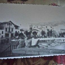 Postales: ANTIGUA FOTOGRAFÍA. CAMPING DE SITGES. BARCELONA. FOTO AÑOS 60.. Lote 75994011