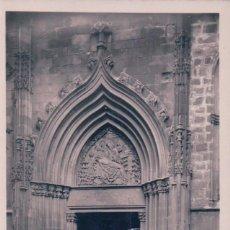 Postales: POSTAL BARCELONA - ROISIN 26 - CATEDRAL PUERTA DE LA PIEDAD - FOTOGRAFICA. Lote 83713048