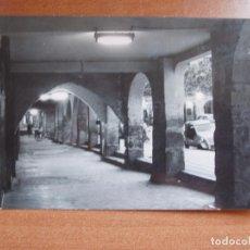 Postales: ANTIGUA FOTO POSTAL BALAGUER. PORTICOS PLAZA MERCADAL. FOTO CALAFELL. Lote 84077424