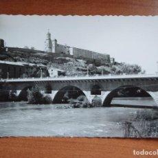 Postales: ANTIGUA FOTO POSTAL BALAGUER. PUENTE DE URGEL Y SANTUARIO SANTO CRISTO. FOTO GARCIA GARRABELLA.. Lote 84080804