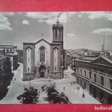 Postales: SABADELL POSTAL FOTOGRÁFICA PLAZA SAN ROQUE AYUNTAMIENTO E IGLESIA 1960. Lote 96008763
