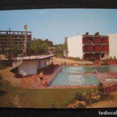 Postales: POSTAL SALOU - VISTA PARCIAL DE LA PISCINA DE LOS EDIFICIOS CRUCERO CUTER Y APARTAMENTOS YOLA.. Lote 96105303